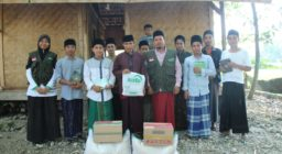 Peringati Hari Santri Nasional, LAZ Harfa Berikan Bantuan Pangan dan Al Qur'an Untuk Para Santri